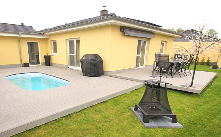 pool umrandung und terrassendielen aus wpc von jelu jeluplast. Black Bedroom Furniture Sets. Home Design Ideas