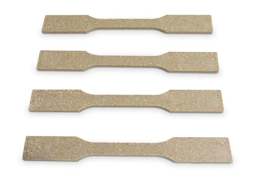 Prüfstäbe aus WPC, bestehend zu 50 % aus Holzfasern und zu 50 % aus thermoplastischer Stärke. Das WPC ist voll verrottbar.